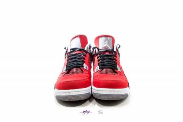 hot sale online aa7ca 34369 Air Jordan 4 - Toro Bravo