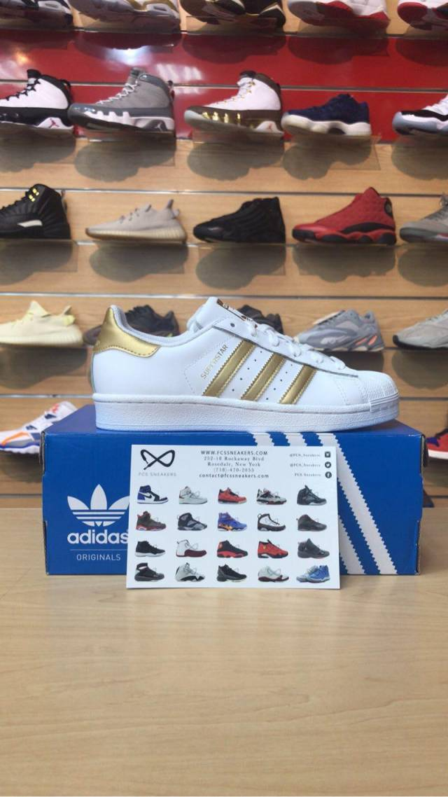promo code f19e8 56cac Kids Adidas Superstar Foundation (GS)