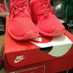 Nike wmns rosherun hyp red oct...