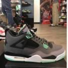 Jordan 4 green glow size 11 pre owned